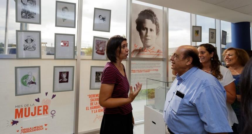 Berazategui: Mussi acompañó la apertura de una muestra homenaje en el Mes de la Mujer