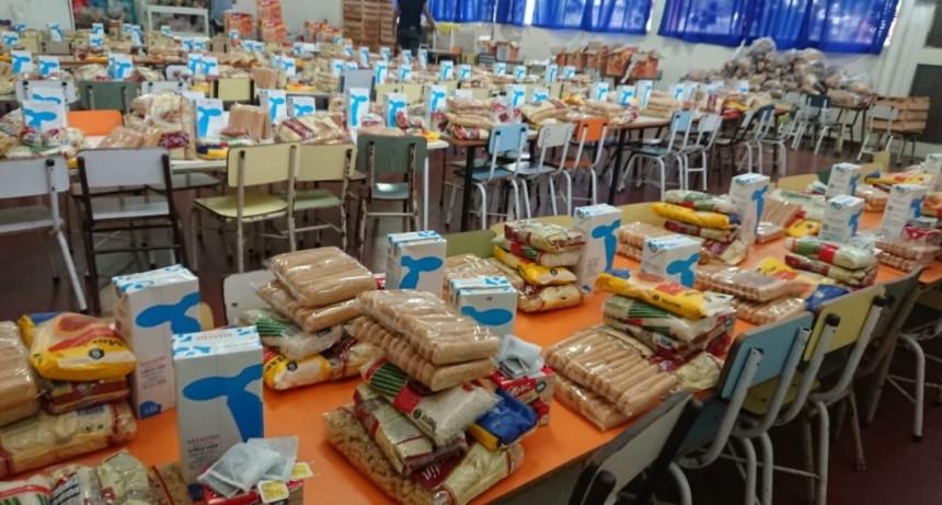 Hurlingham: Zabaleta supervisó la entrega de bolsones del SAE durante la suspensión de clases