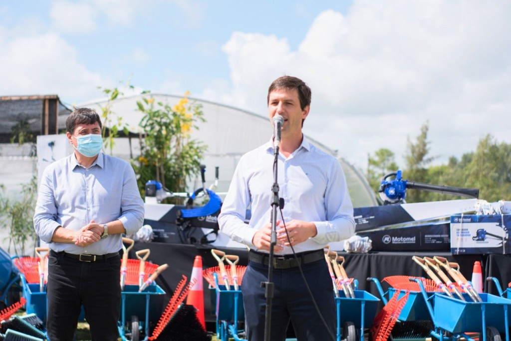San Vicente: Daniel Arroyo junto a Mantegazza entregaron maquinarias y herramientas para emprendedores sociales