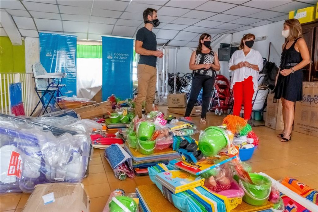 Junín: Petrecca entregó juegos, materiales didácticos y artículos de bazar a los jardines maternales municipales