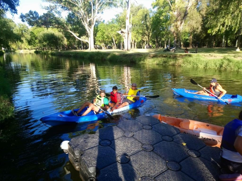 Mercedes: Deportes ya realiza paseos y cursos de kayak gratis en el Parque