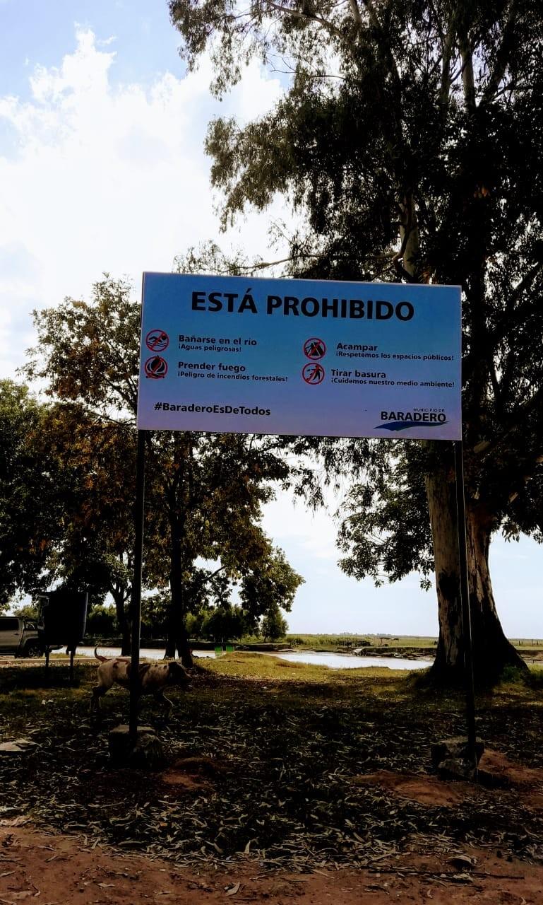 Baradero: Se realizó la colocación de cartelería preventiva y cestos de basura en la costa
