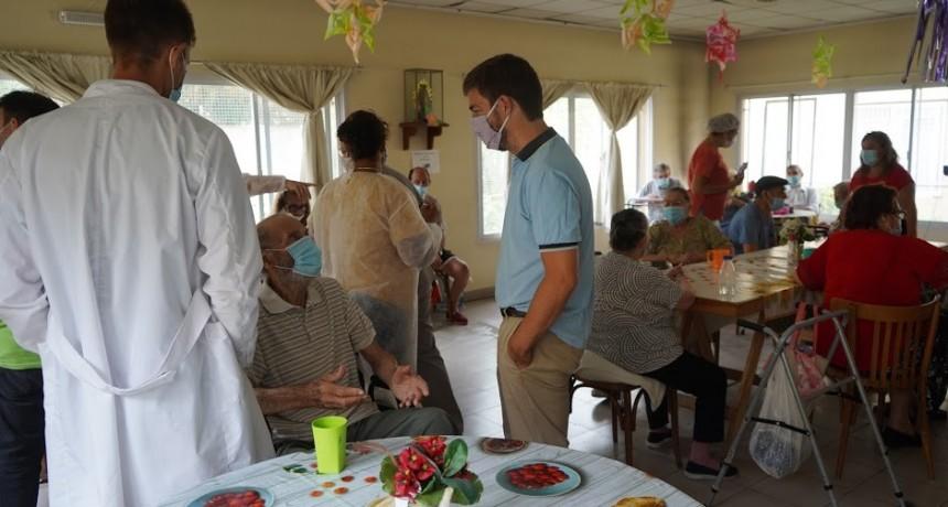 Mercedes: Vacunación contra el COVID-19 en el hogar Ulises D´andrea