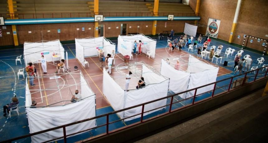 Luján: Se intensifica la vacunación en el Polideportivo Municipal