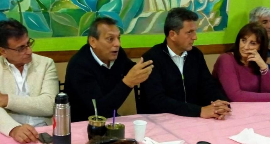 Moreno: Massa acompañó a Contreras en una visita a un centro de jubilados
