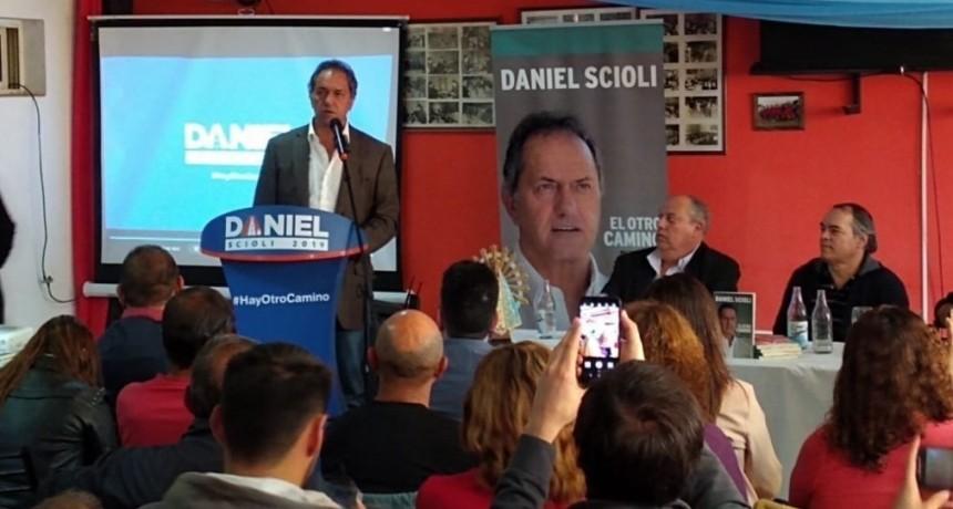 """Luján: Scioli se presentó en las """"Charlas por la Unidad"""", organizada por el PJ"""