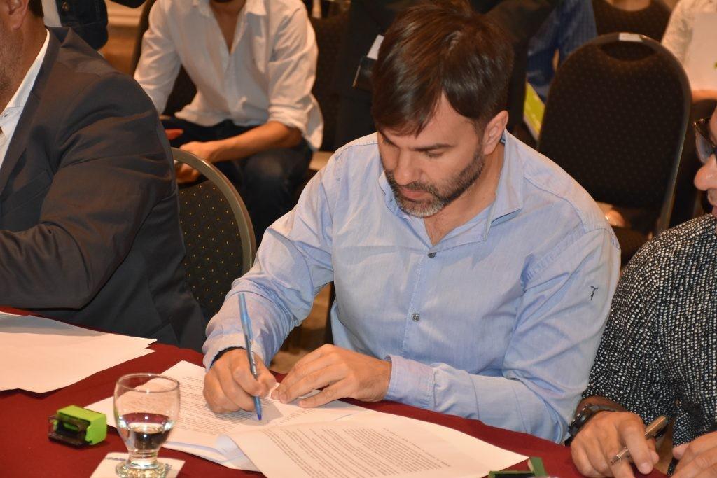 """Castelli: El intendente """"Robin Hood"""", les sacará a los productores rurales por la emergencia"""