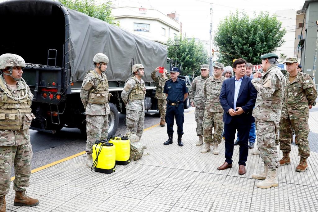 Fernando Espinoza puso en marcha la distribución de alimentos junto con el Ejército Argentino