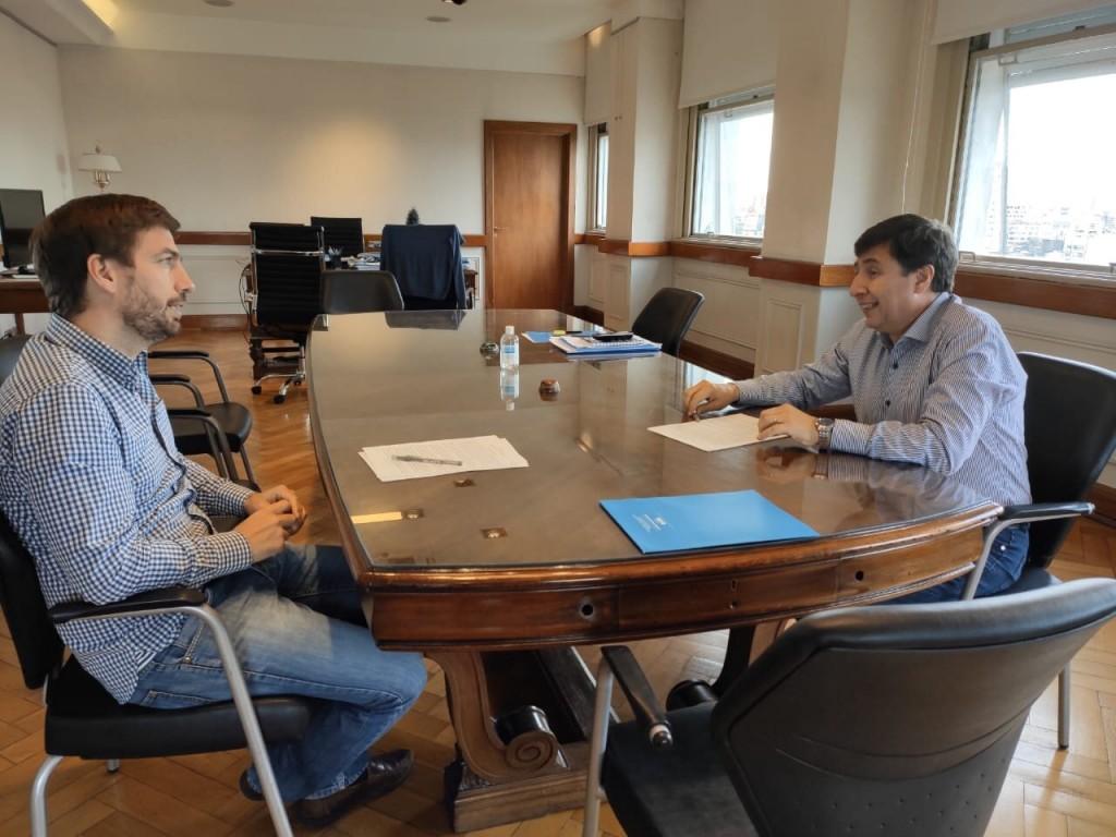 Mercedes: Ustarroz y el ministro Arroyo firman importante convenio de alimentos