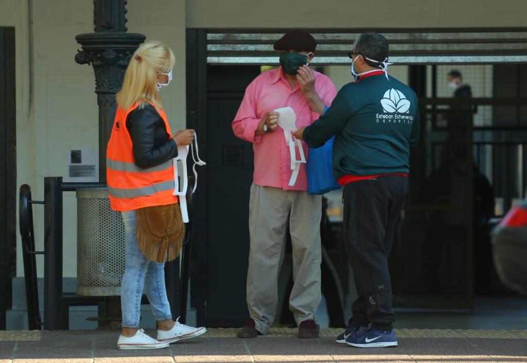 Esteban Echeverría: Operativo de entrega de tapabocas en localidades del distrito