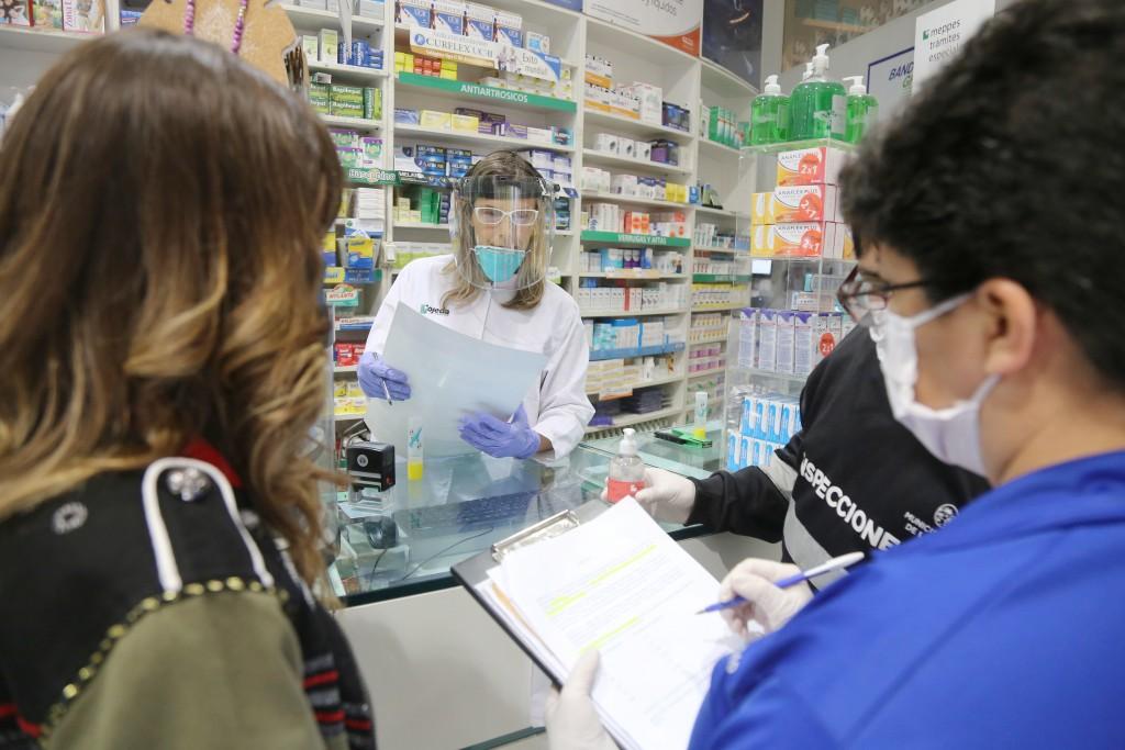 La Plata: Realizan operativos en farmacias para verificar que se respeten los precios máximos en barbijos y alcohol en gel