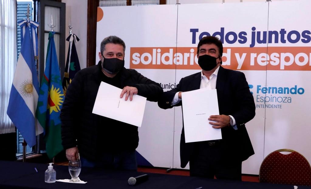La Matanza: Espinoza firmó un convenio con el SUTERH que permite que los encargados de edificios asistan a los adultos mayores