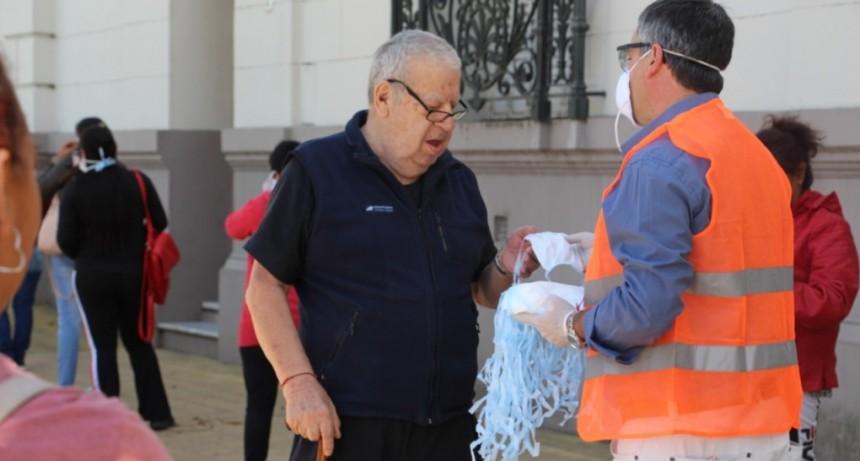 Zárate: Operativo Municipal de entrega de barbijos en puntos de cobro