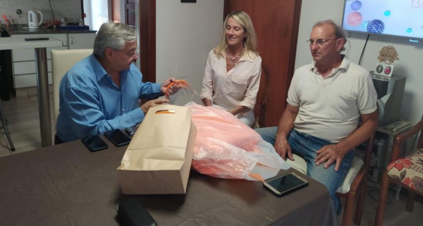 Gral. Villegas: El intendente entregó kits de vestimenta y protección, destinados a profesionales de la salud