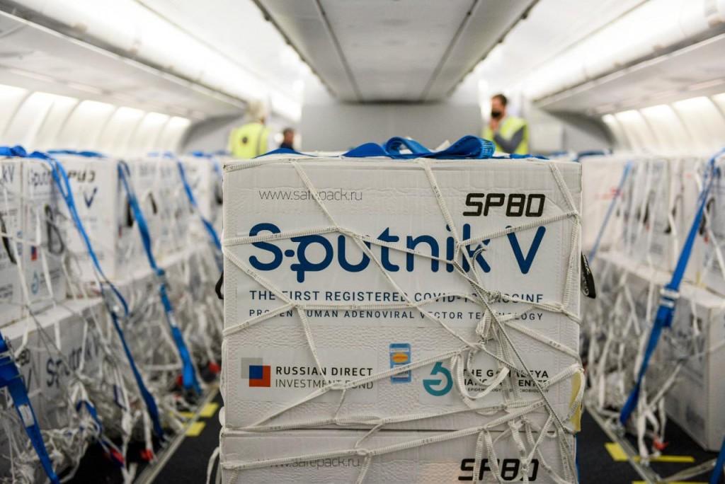 Aterrizó un avión de Aerolíneas Argentinas con 800.000 dosis 1 de Sputnik V