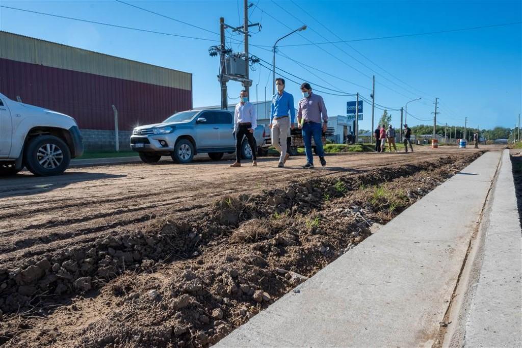 Junín: Avanzan las obras de cordón cuneta en el Parque Industrial