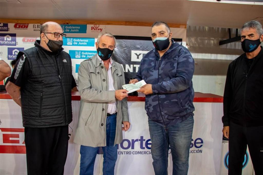 Junín: El Gobierno Municipal otorgó una ayuda económica al Club Ciclista