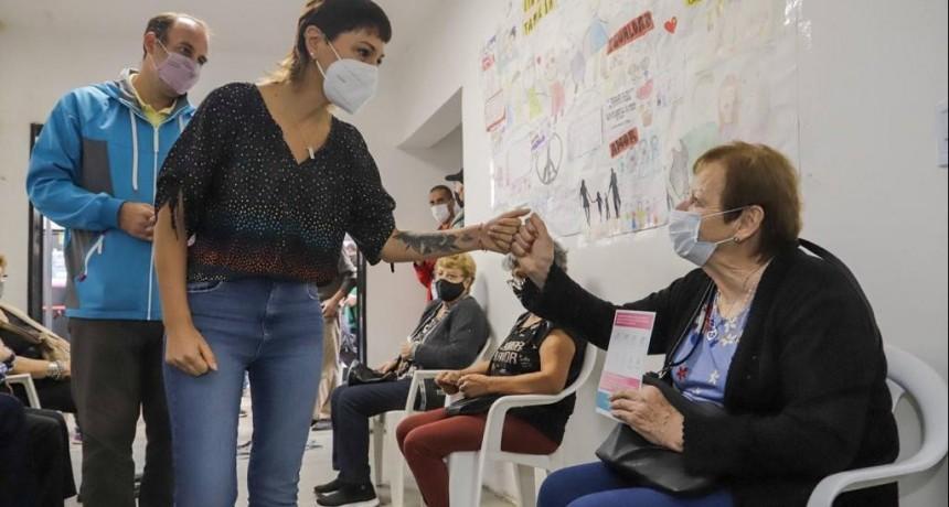 Quilmes: Mayra supervisó la aplicación de vacunas contra el COVID en la nueva etapa de la pandemia