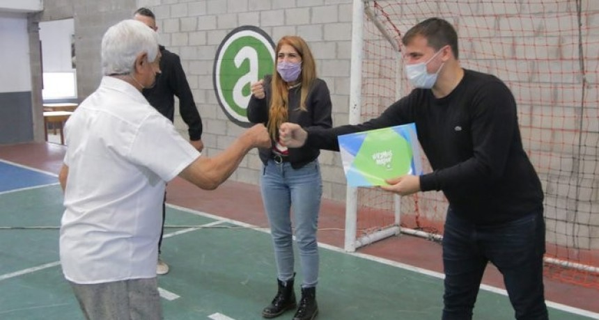 Avellaneda: Alejo Chornobroff y Magdalena Sierra entregaron subsidios a instituciones barriales