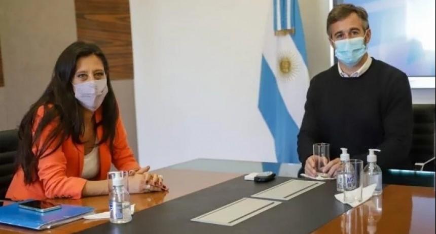 Pilar: Achával y Paula Español presentaron un mercado ambulante con alimentos a precios mayoristas