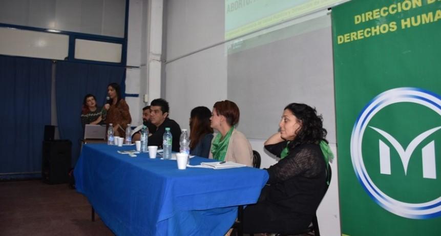 Merlo: Se realizó la primera charla sobre Aborto Legal