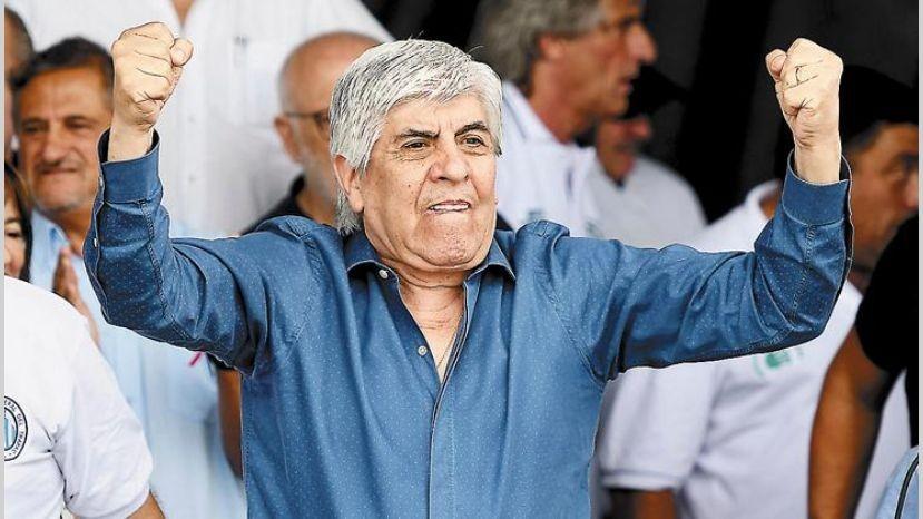 Moyano se sumó a los respaldos a la fórmula Alberto F – Cristina F