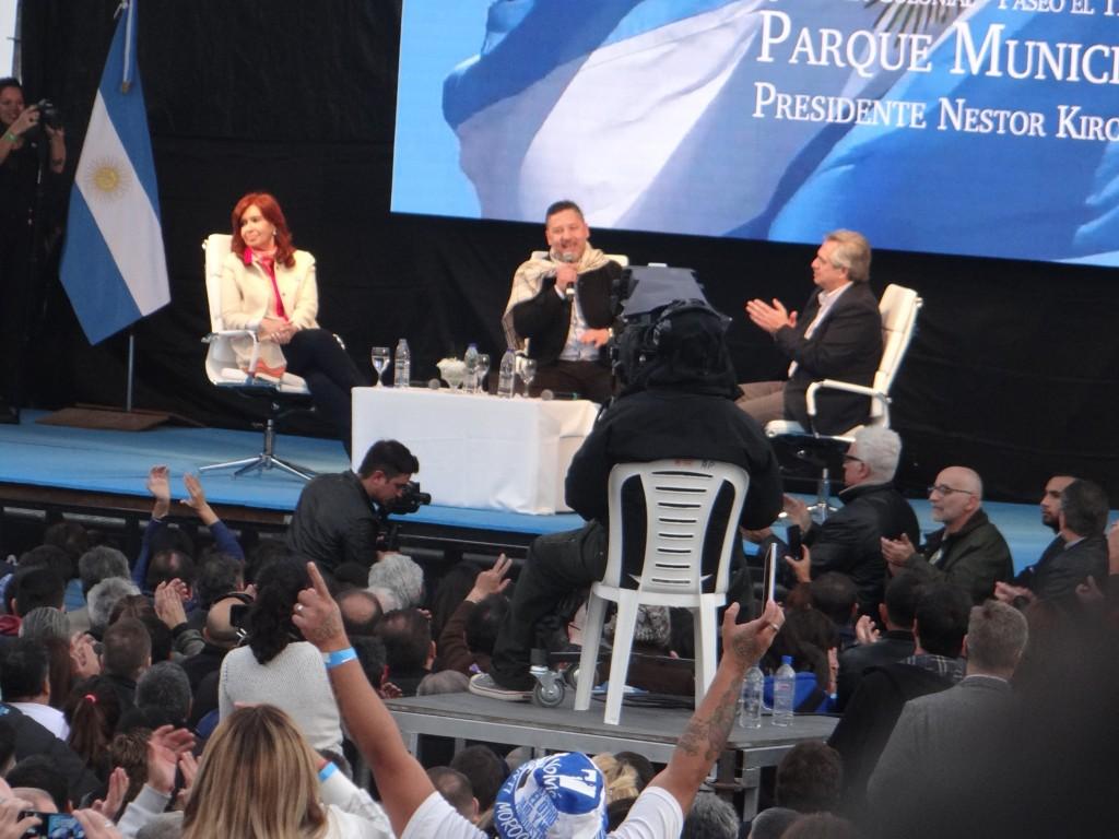 Merlo: Menéndez, Alberto Fernández y CFK arrancaron la campaña frente a una multitud