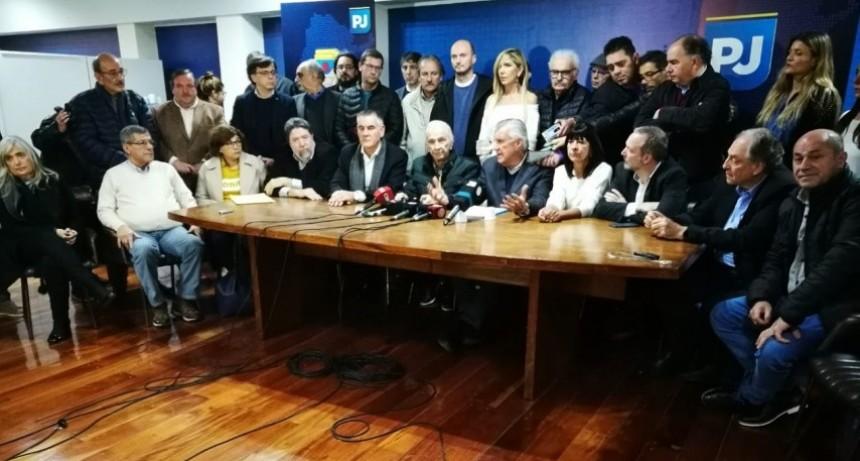 El PJ y el kirchnerismo conforman un frente electoral y ratificaron que Scioli competirá en la PASO