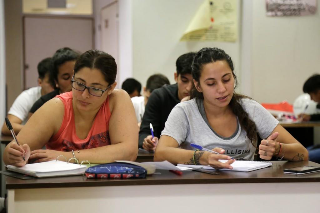 Alte. Brown: Clases virtuales para 500 estudiantes del FINES que egresan este año