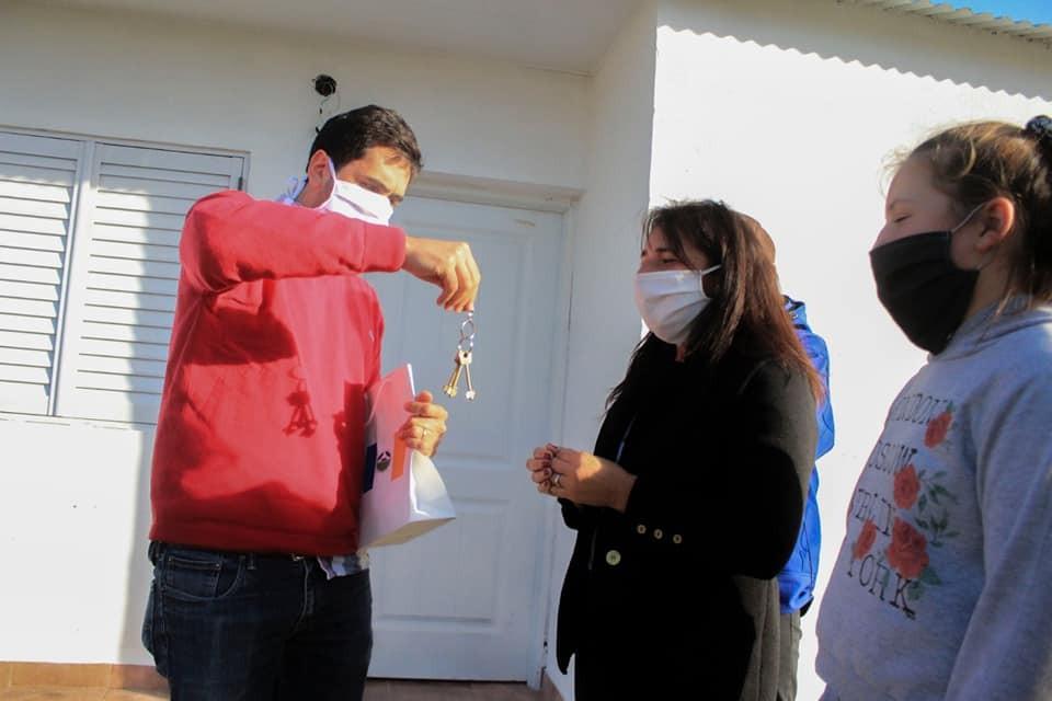 Carmen de Areco: Villagrán entregó viviendas de una obra abandonada hace 7 años