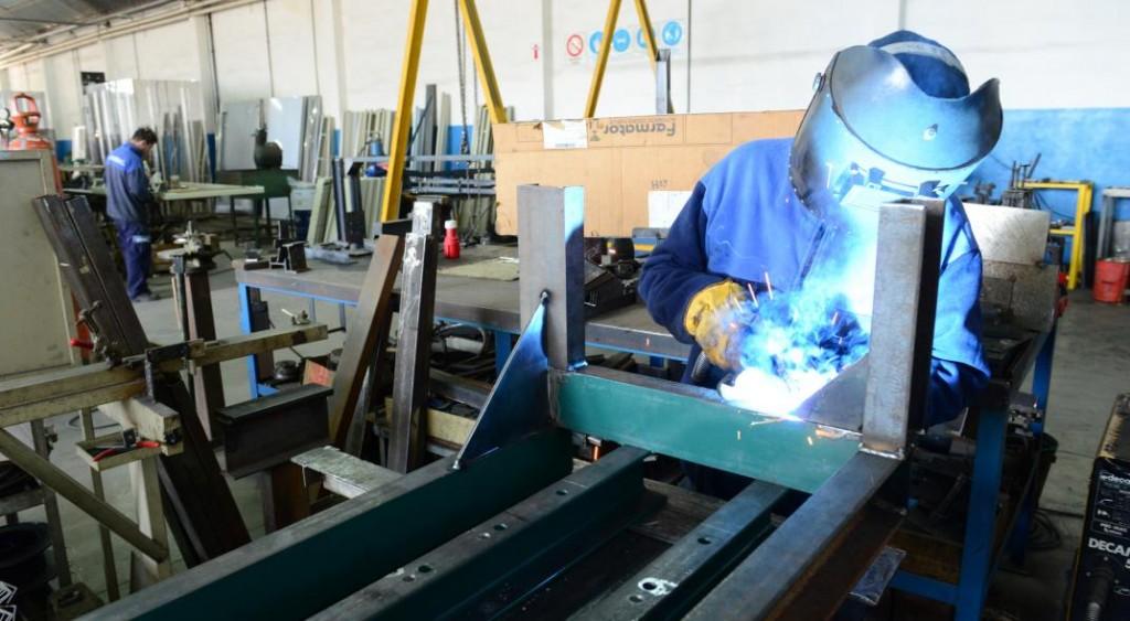 Tres de Febrero: Por pedido del municipio retornaron a la actividad 16 empresas industriales