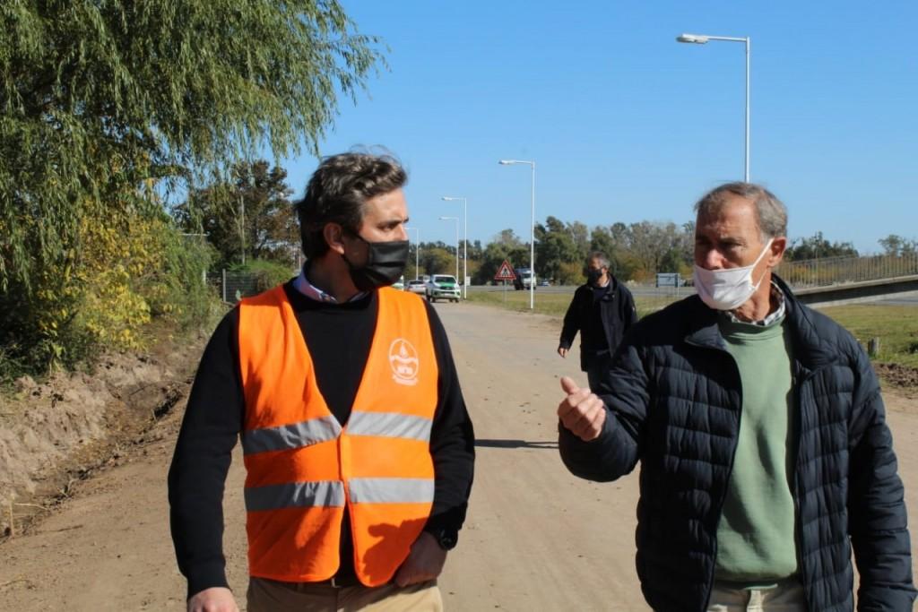 Luján: Leo Boto supervisó trabajos de mejoramiento vial y pluvial en barrio Luna