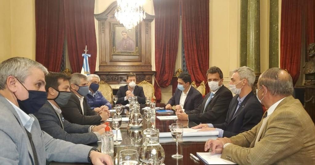 Massa recibió a Salazar junto a los intendentes de Chivilcoy, Rojas, Necochea, Villarino y Tres Arroyos