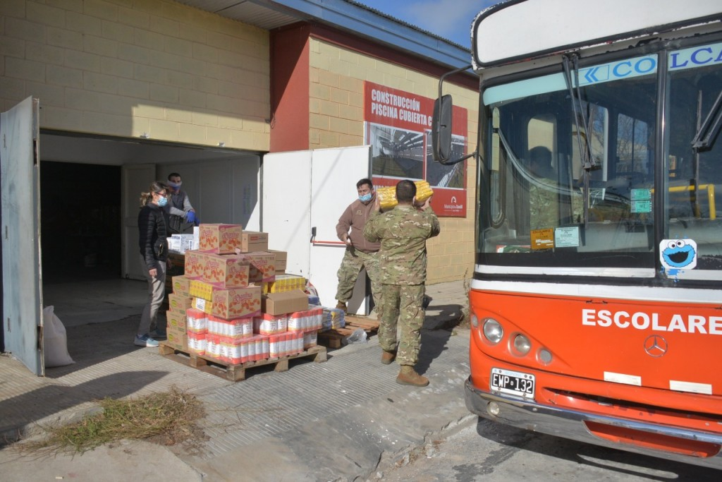 Tandil: El consejo escolar completó una nueva entrega de módulos alimentarios para establecimientos educativos