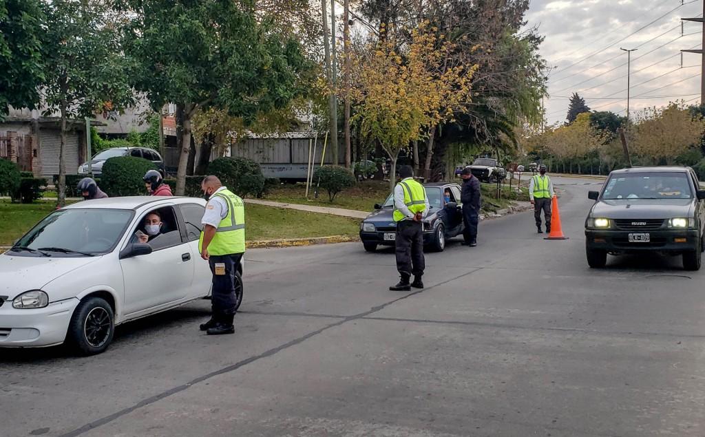Berazategui: Más de 1200 personas y casi 2 mil vehículos multados por no cumplir la cuarentena