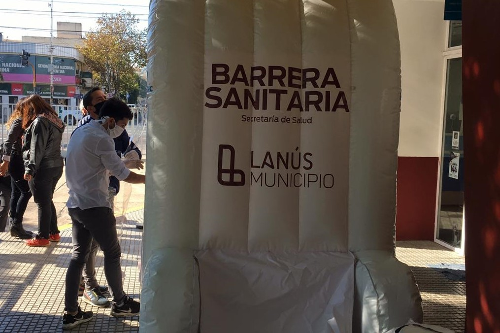 """""""Barrera Sanitarias"""", El nuevo túnel de desinfección en el centro de atención vecinal de Lanús"""