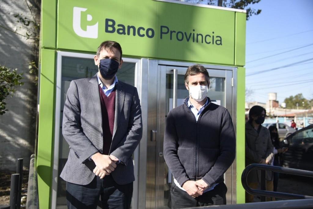Pilar: Achával inauguró nuevos cajeros en Villa Rosa junto al presidente del Banco Provincia
