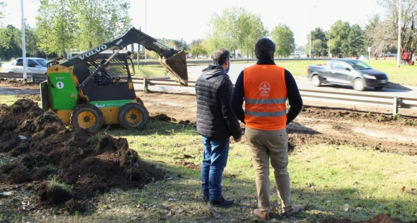 Luján: Trabajos de desbaste en la rotonda de las rutas 192 y ex 7
