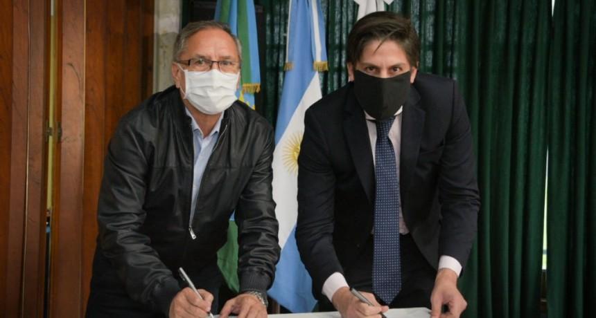 Ituzaingó: Descalzo participó de la firma de convenios para entrega de Netbooks a estudiantes de escuelas secundarias