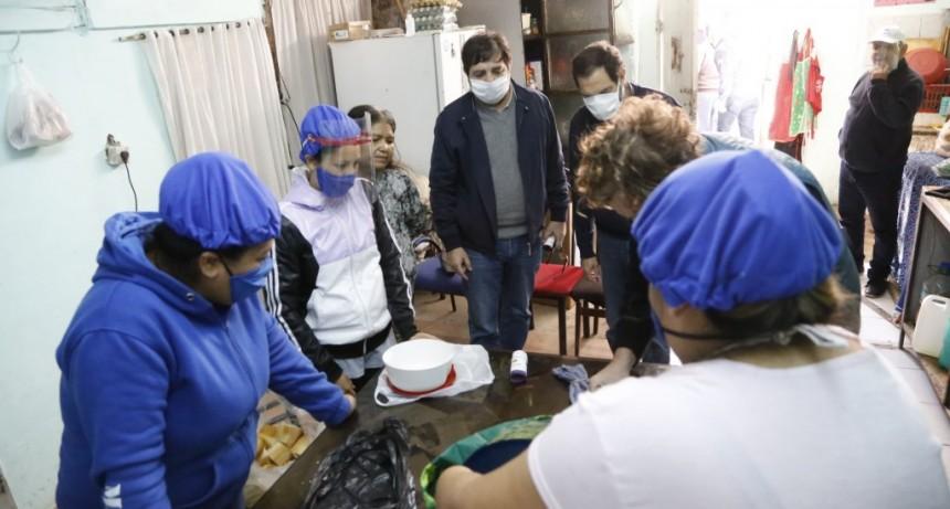 Fernando Moreira visitó los comedores que brindan contención y asistencia a 50 mil vecinos
