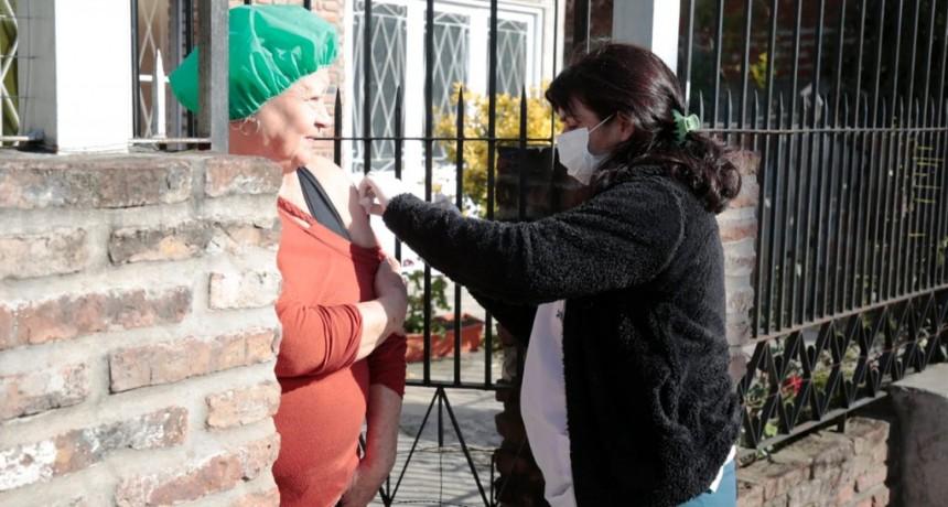 Alte. Brown: El municipio aplicó 50 mil dosis antigripales y continúa vacunando en los barrios