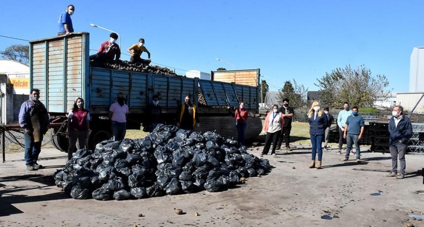 Chivilcoy: Funcionarios municipales visitaron la empresa Magni que embolsará 32.000 kg. de papas donadas