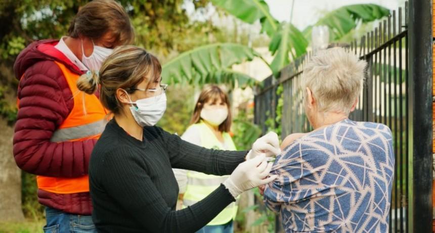 Estaban Echeverría: 400 vecinos recibieron la vacuna antigripal