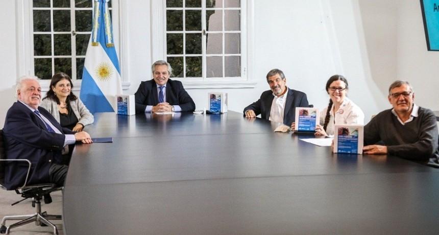 """Fernández: El test de diagnóstico rápido está """"hecho por investigadores argentinos y lo produce un laboratorio argentino"""""""