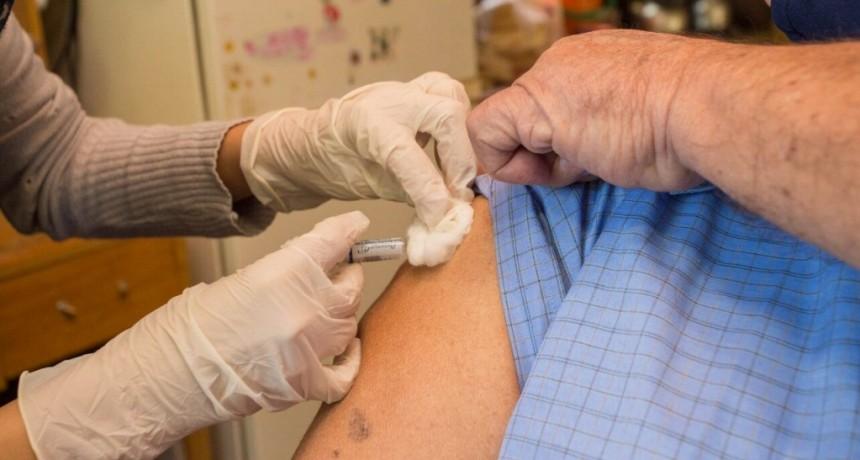 Berazategui: 5000 vecinos recibieron la vacuna antigripal a domicilio