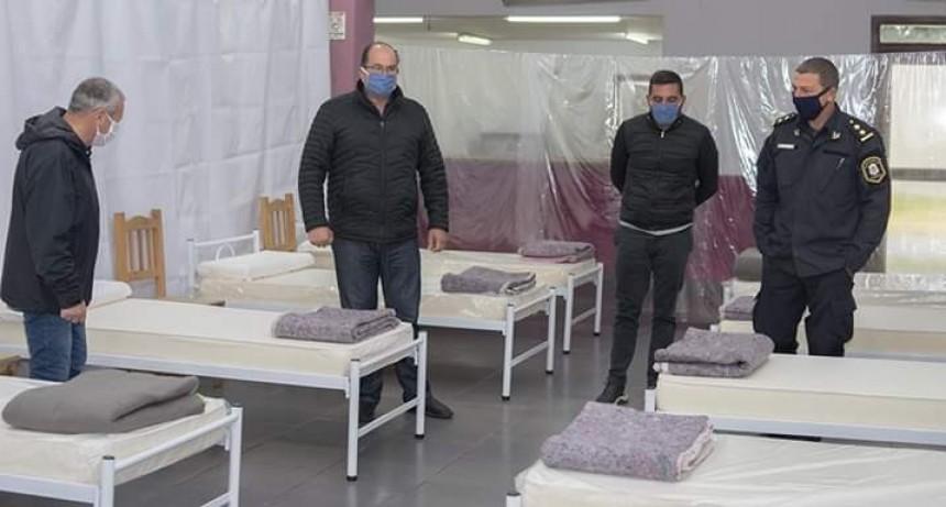 Tordillo: El Intendente Olivera inspeccionó el Centro de Aislamiento preparado en el SUM