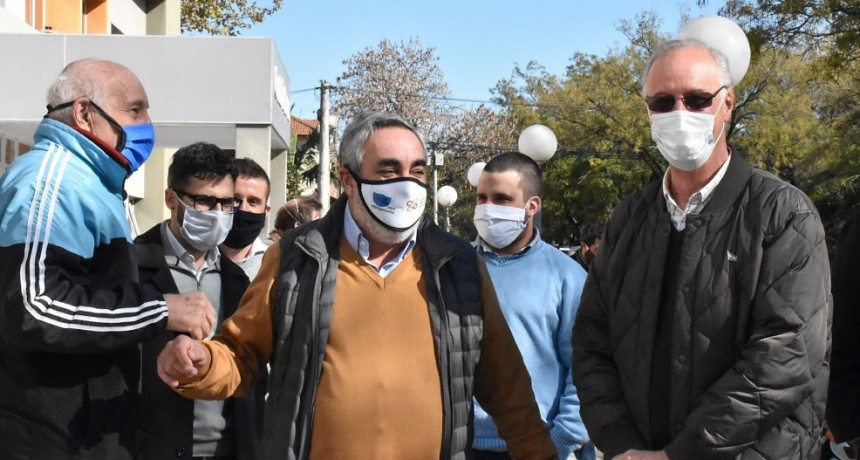 Trenque Lauquen: El ministro Gollán entregó equipamiento para el Hospital Municipal Orellana