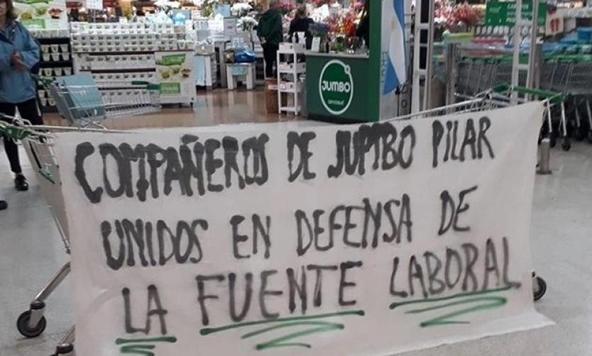 Pilar: Tensión en una protesta de empleados de Jumbo
