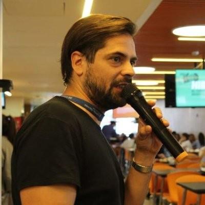 """Cesar Latorre: """"Larreta no nos reconoce a la Enfermería como una actividad profesional"""""""
