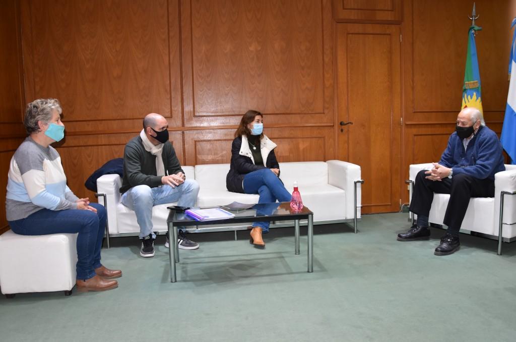 Tres Lomas: Reunión de trabajo con autoridades educativas